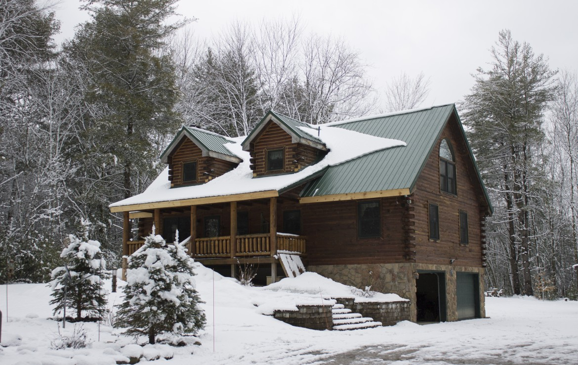 2,852 square foot Log Home for sale NY