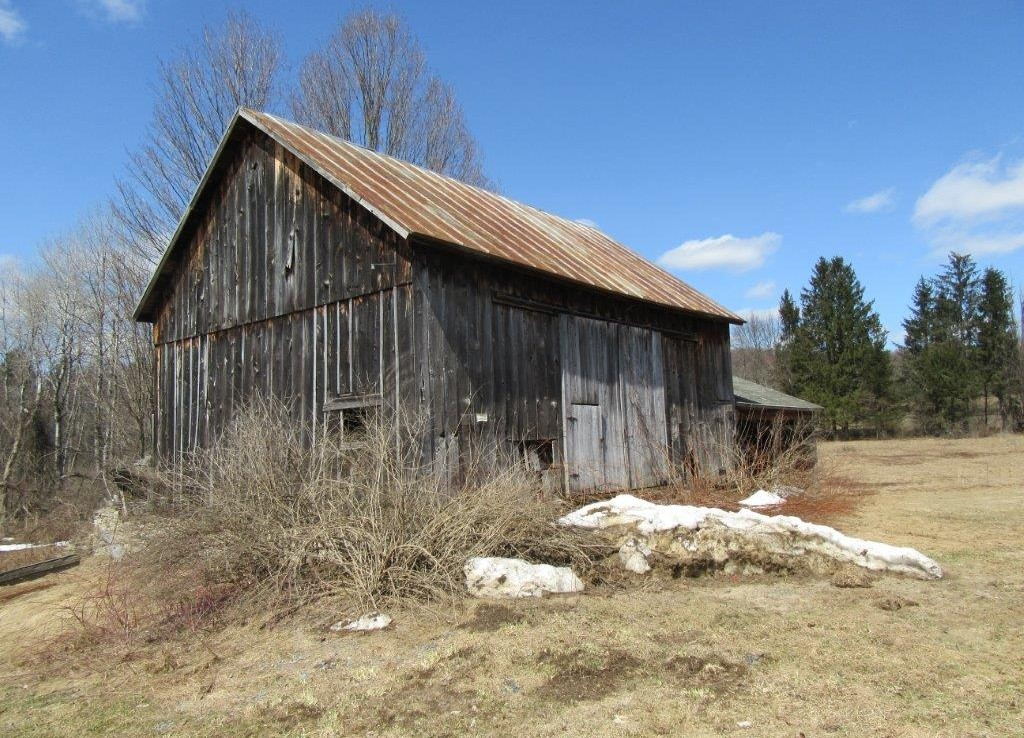 old barn on 19 acres farm land for sale