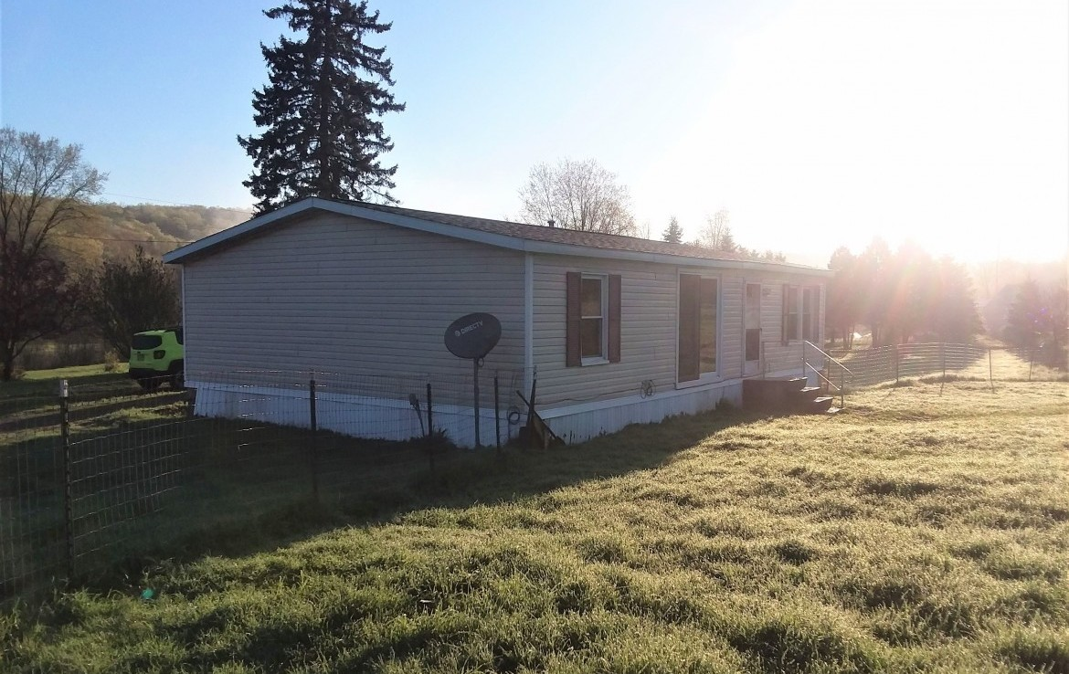 2 acres Manufactured Country Home Nelson NY