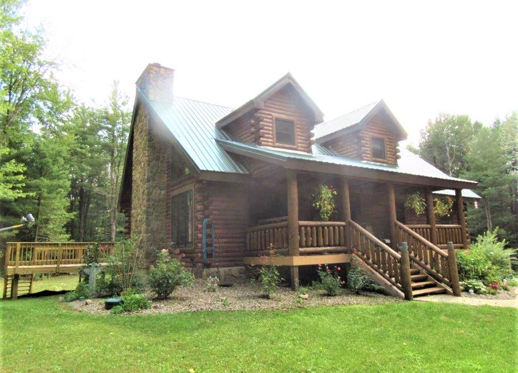 2,852 Square Foot Log Home Boasts All The Features Of A Modern Woodland Hideaway!