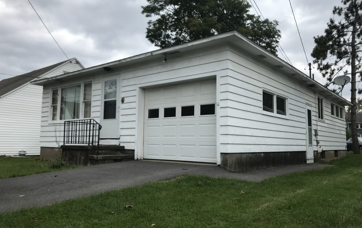 Small Family Residence near the Village of New Hartford!